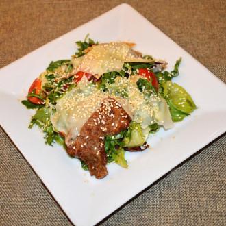 Теплий салат з телятини та картоплі