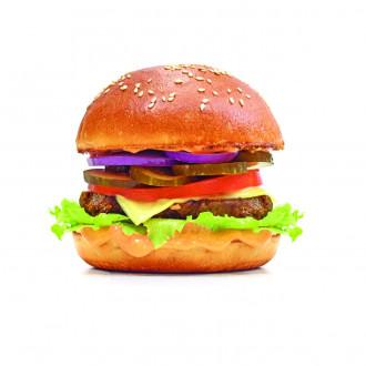 Класичний бургер з телячою котлетою, картоплею фрі та салатом