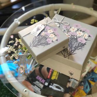 Коробка подарункова з квітами