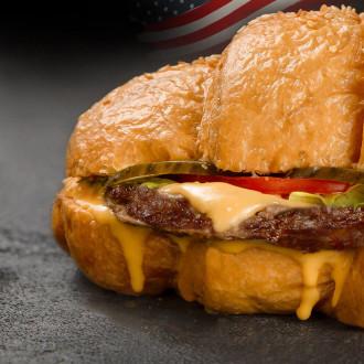 Чізбургер з соусом на вибір