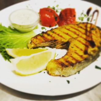 Стейк з лосося. Вагова страва
