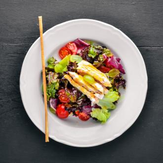 """Салат з куркою та соусом """"Манго"""""""