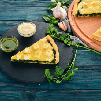 Тарт шпинатний з фета та соусом