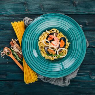 Паста з морепродуктами на білому соусі